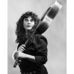 Chiara Scarpone è una illustratrice e cantante