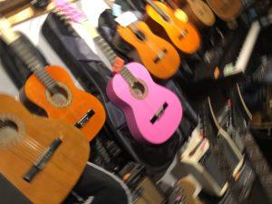 Read more about the article Incontriamo artigiani. Nando cura strumenti musicali.